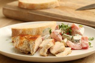 Kyllingefilet med græsk yoghurt og grønsager