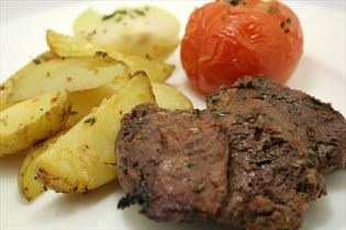 Marinerede dådyr steaks på grill