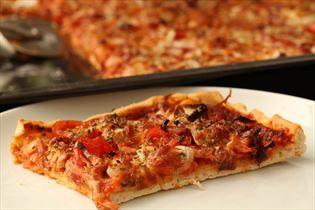 Pizza med skinke og ost