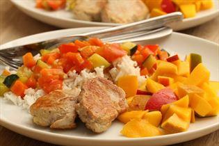 Svinemørbrad med grønsager og ris