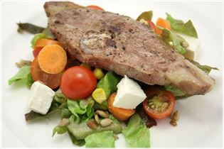 Lammekoteletter med salat
