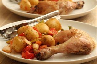 Kylling med små kartofler og forårsløg