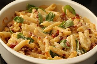 Pasta med bacon og mornay sauce