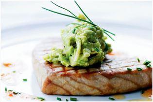 Grillet tun med wasabi-avocado