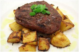Oksebøf med barbecuekartofler og bearnaisesauce