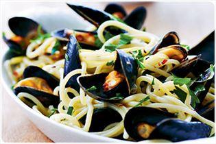 Spaghetti med muslinger, hvidløg og hvidvin