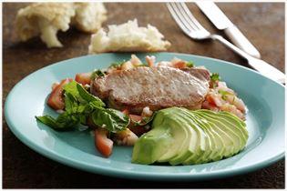 Svinekoteletter med avocado og tomat