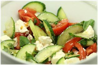 Tomatsalat med agurk og feta