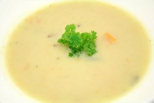 Grønsagssuppe med rosmarin og ingefær