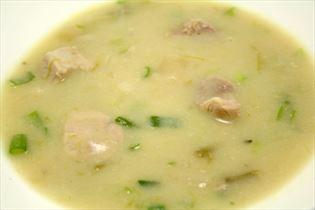 Færdiglavet aspargessuppe med kyllingefilet