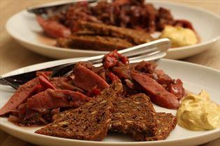 Rødkålsgryde med pølser og peberfrugt