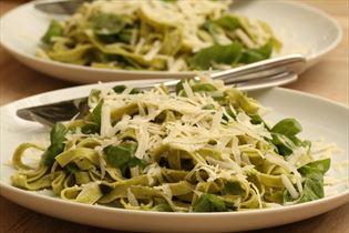 Frisk pasta med basilikum og parmesan