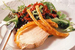 Svinekam med salat af rødkål og rucola