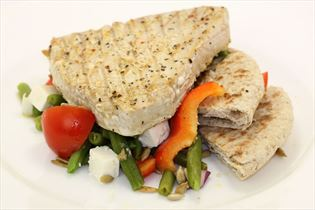 Tunbøf med bønnesalat