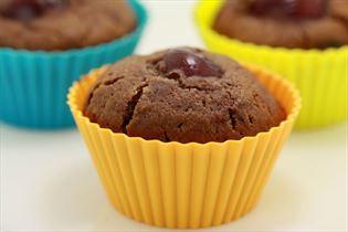 Kirsebærmuffins med rom og kakao