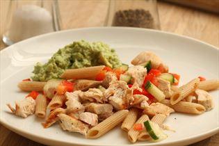 Pastasalat med kylling og guacomole