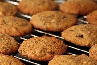 Chokolade cookies med nødder