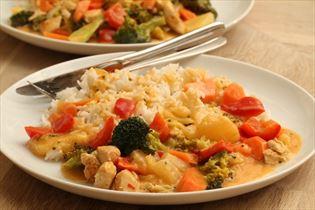 Kylling med grøntsager og kokosmælk