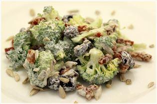 Broccolisalat med creme fraiche