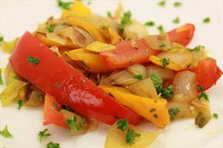 Sauteret porre og peberfrugt