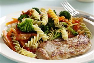 Skinkeschnitzler med pastasalat