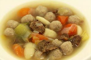 Hjemmelavet oksekødsuppe