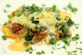 Spinatlasagne med grøntsager og ost
