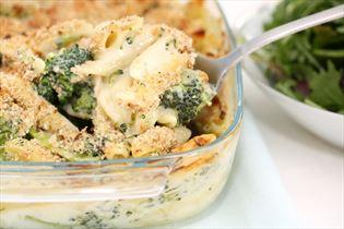 Pasta, kylling og broccoli i fad