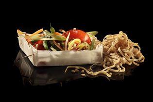 Grønsager i wok med nudler