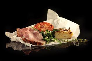 Oksesteg med kartoffelgratin og spinat