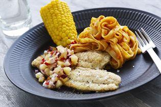 Rødspætte med majs og pasta i gulerodscreme
