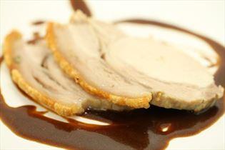Flæskesteg med brun sauce
