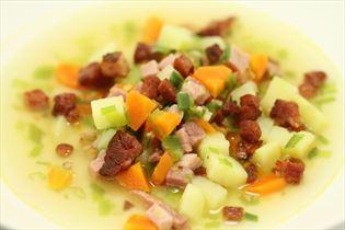 Grøntsagssuppe med kogt og stegt skinke