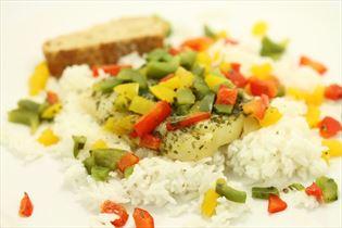 Hellefisk i citron med ris og flute