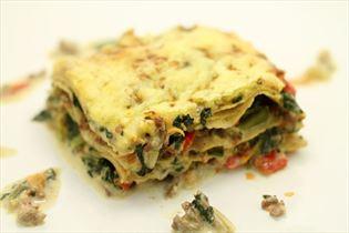 Lasagne med spinat, peberfrugt og gulerod