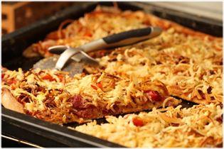 Pizza med spaghetti og pastrami