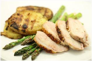 Grillet skinkesteg med asparges og kartofler