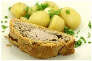 Indbagt svinemørbrad med nye kartofler
