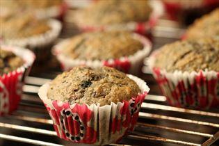 Muffin med banan og skovbær