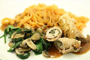 Skinkeruller med ost, spinat og pasta