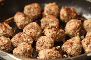 Stegte kødboller med cayennepeber