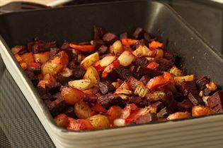 Ovnbagte rodfrugter med rødbeder og timian
