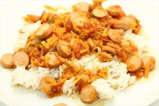 Kyllinge pølsegryde med ris