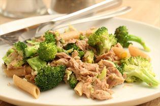 Fuldkornspasta med tun og broccoli