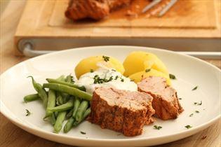 Svinemørbrad med kryddersauce og kartofler