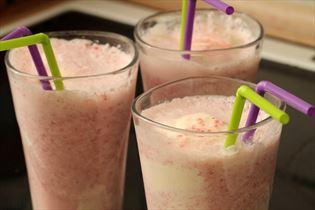 Jordbærmilkshake med vanilleis