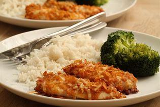 Kylling med cornflakes i ovn med ris og broccoli