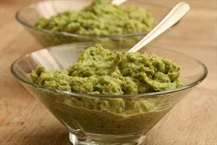 Broccoli- og sukkerærtepuré