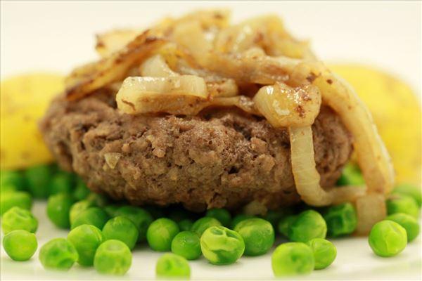 Bøf med bløde løg og hvide kartofler