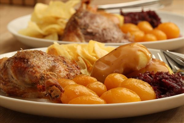Andesteg med kartofler og rødkål